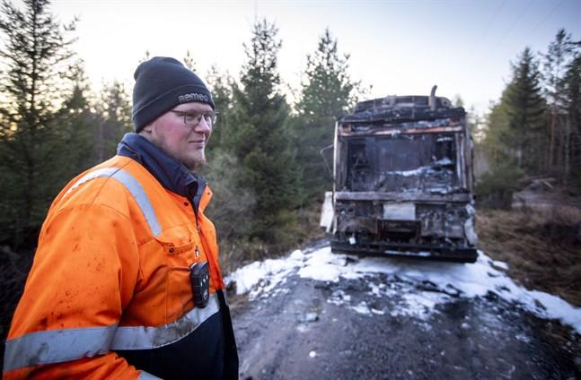 Eero Niemikorpi körde den olycksdrabbade sopbilen. Han klarade sig utan skador, trots att han försökte släcka elden själv.
