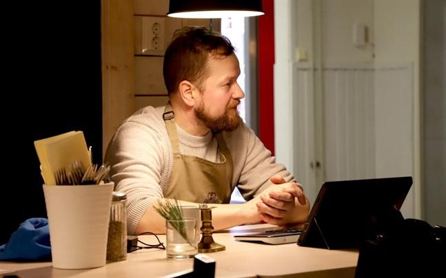 Patrik Björkman och flera andra vill gärna ha en idrottshall på Replot.