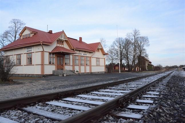 Persontågtrafiken i Sydösterbotten kunde enligt en vision återuppstå med duospårvagnar. Stationshuset i Finby är sedan länge i byföreningens ägo.