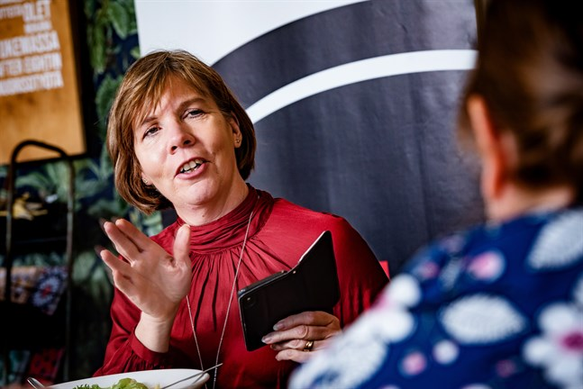 Anna-Maja Henrikssons kalender är fullbokad. Som justitieminister och partiordförande har hon många ansvarsområden.