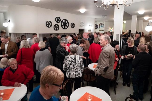 Det vankades te och limpa till Topelius åminnelse när Nykarebyorna samlades för att fira.