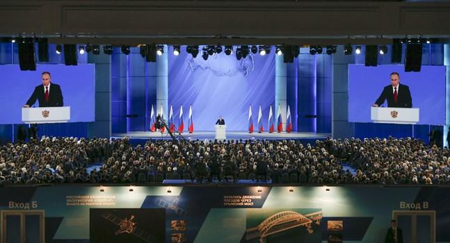Rysslands president Vladimir Putin vid sitt tal till parlamentets båda kammare.