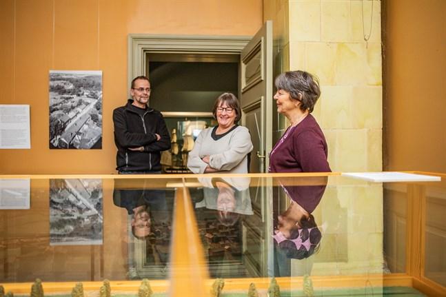 Jorma Jutila, Ann-Marie Knif-Sandelin och Carola Sundqvist planerar att förnya museeupplevelsen.