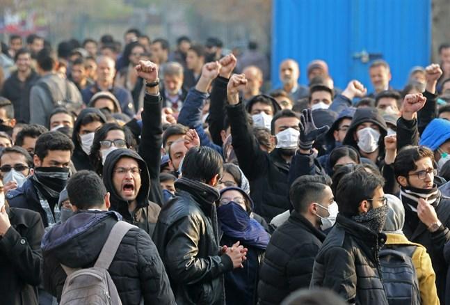 Studenter vid universitet i Teheran samlades till demonstration i går.