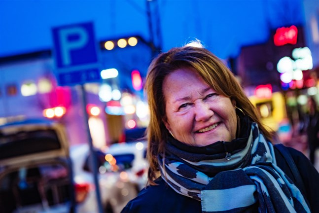 Hanna Niemi tycker att man i hela centrum kunde ha fri parkering i två timmar.