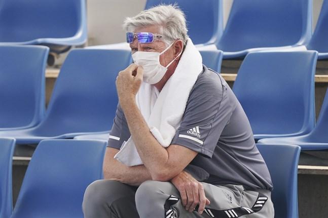 En åskådare med ansiktsmask under tisdagens tennisspel i Melbourne.