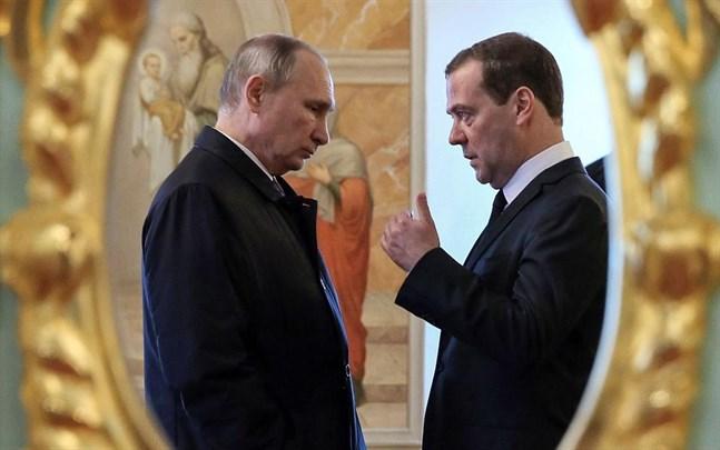Vladimir Putin och Dmitrij Medvedev.