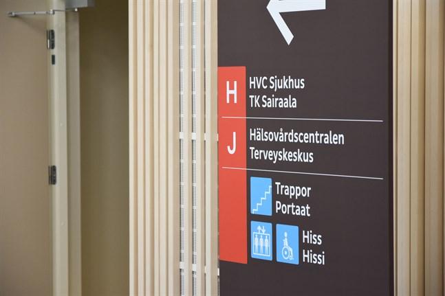 Efter flera år av arrangemang med tf ledande läkare kan en tillsvidareanställning nu ske. Men efter 2022 är det Österbottens välfärdsområde som övertar ansvaret för Närpes hvc.