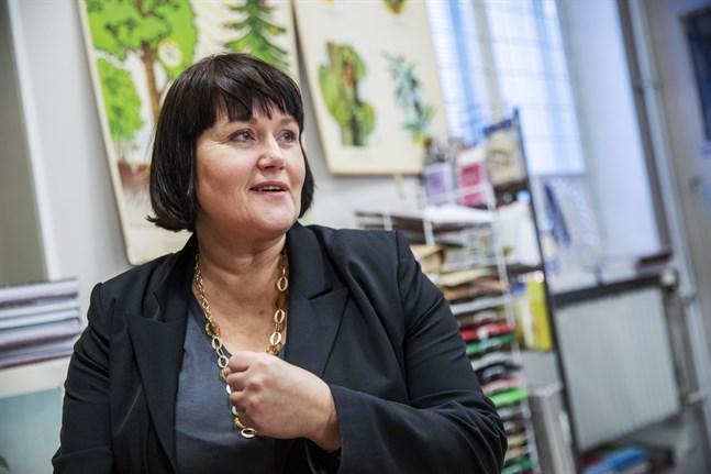 Anna-Lena Palomäki är butikschef för Akademiska bokhandeln Gros och glädjer sig åt att även nya målgrupper hittat till bokhandeln.