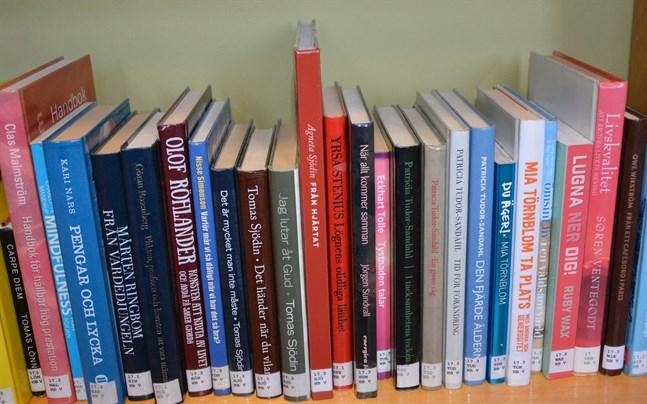 Böcker som nu returneras till biblioteken måste putsas innan de kan sättas tillbaka i hyllorna.