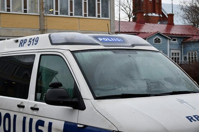 Polisen har mottagit två anmälningar om skadegörelse i Kaskö i veckoslutet.