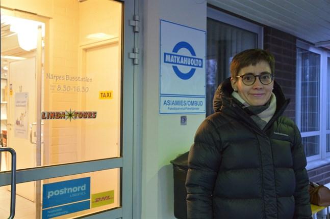 Anna Mügge hoppas att hon kan fortsätta att pendla med buss mellan Närpes och Vasa. Hon tror att det kan vara svårare att få samåkning att fungera.