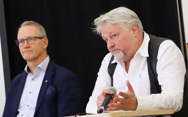 Sture Udd betonade att ungdomarna i publiken är Vasas framtid. – Lösningen finns här idag.