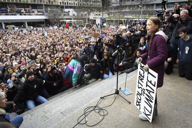 """""""Det här är bara början, det kan jag garantera"""", sade Greta Thunberg när hon talade till demonstranterna i Lausanne."""