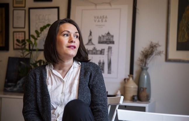 Annika Wilhelmsdotter Åman har velat bli författare sedan hon var fem år gammal. Nu när bokprocessen blivit mer konkret känns det som om hon står inför ett maratonlopp. – Vad har jag gett mig in på, kan jag fråga mig själv.