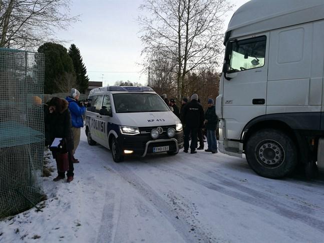 Polisen gjorde flera besök vid farmen i Vittsar eftersom de som driver farmen kände sig hotade under protesten.