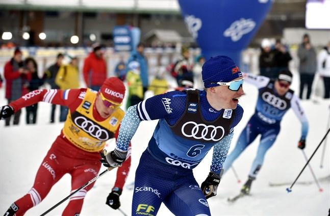 Iivo Niskanen var tvåa i Nove Mesto. Bakom honom vinnaren Alexander Bolsjunov.