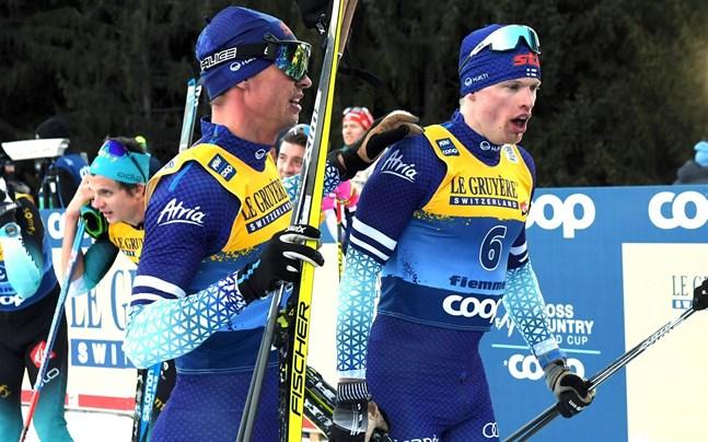 Perttu Hyvärinen blev sjunde och Iivo Niskanen femte i jaktstarten i Tjeckien.
