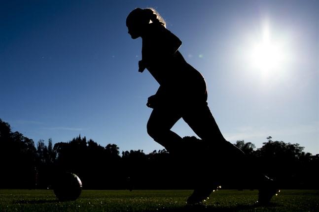 Svenska Fotbollförbundet öppnar för könstester av kvinnliga fotbollsspelare.