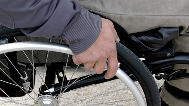 En personlig budget handlar om att erbjuda funktionshindrade mer individuellt anpassad service och samtidigt se till att de själva får vara mer delaktiga i beslutsfattning som gäller dem.