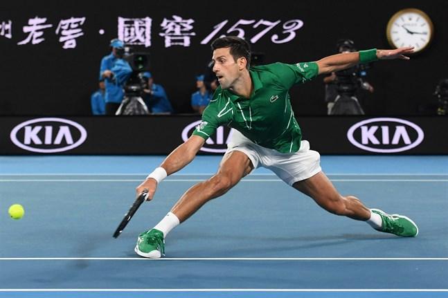 Novak Djokovic fick ingen promenad i parken i sin första match i Australian Open.