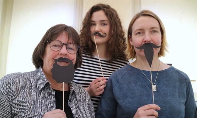 Vid museet hoppas man på fler manliga besökare. Från vänster i bild Ann-Marie Knif-Sandelin, Sara Johansson och Johanna Enroth.