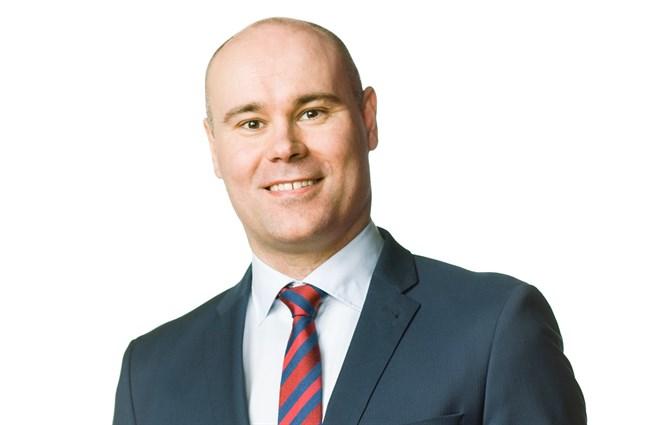 Mathias Kass har jobbat som vd för Nykarleby sjukhem i åtta år. Nu blir han förvaltnings- och personalchef på Optima.