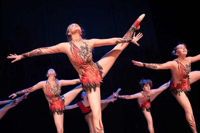 Temat på årets JKG:s dansföreställning i år är Tusen och en natt.