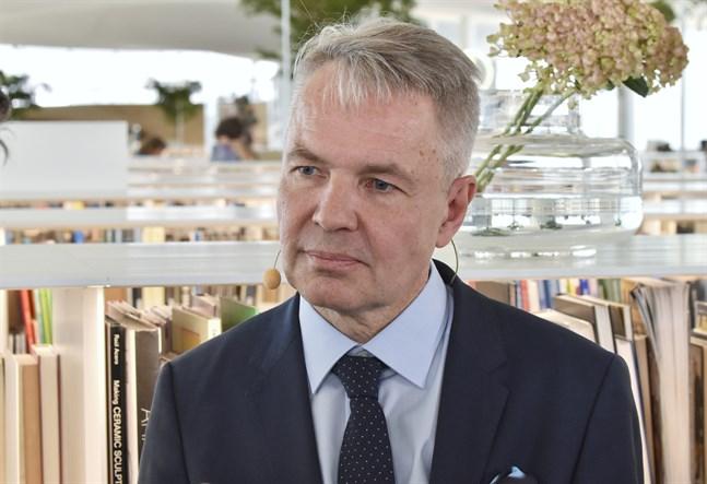 Vår kunskap om förintelsens historia medför också ett ansvar att förebygga och hindra folkmord i dag, sade utrikesminister Pekka Haavisto under sitt anförande. Arkivbild.