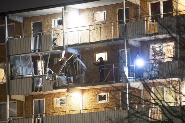 Två explosioner skedde vid flerfamiljshus i Husby natten till tisdagen.