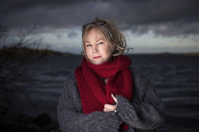 Marie  Adolfsson har hunnit till del tre i sin deckarsvit förlagd i det fiktiva Doggerland.
