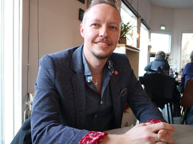 Tim Wallin är vd för Gambit i Vasa. Företaget siktar nu också norrut och tänker öppna kontor i Jakobstad.