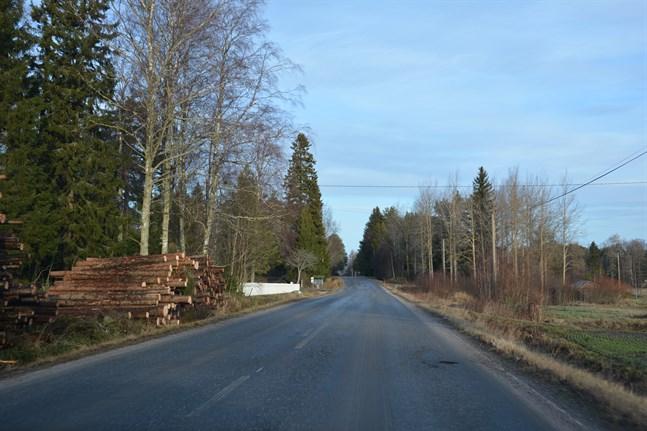 Satsningar på vägnätet är viktiga om vi vill ha en levande landsbygd i framtiden. Här Kaskövägen, väg 676.