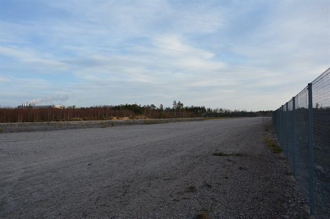 Kaskö köpte och iordningsställde den här industriområde i närheten av djuphamnen för snart tio år sedan.Den utlovade företagsetableringen då blev aldrig av. Men nu ska företaget Revisol bygga på tomten.