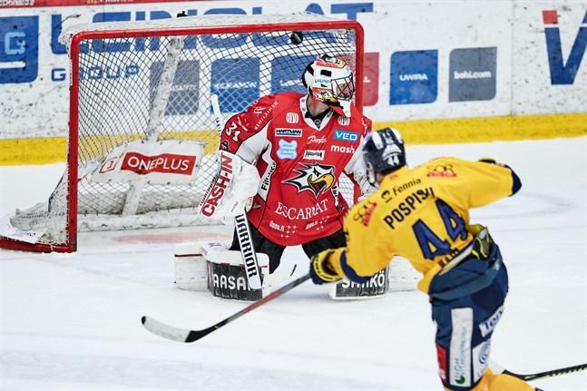 Stefan Stéen gjorde det bra i Sports mål. Men Kristian Pospisils slagskott från nära håll, som innebar 0–3 i boxplay i andra perioden, kunde han inget åt.
