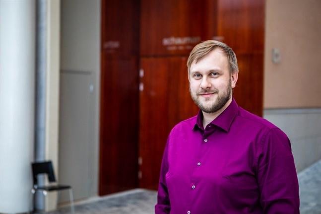 Johannes Ahlvik är en mångsidig man som är både tv-aktuell och en erkänt duktig körledare.