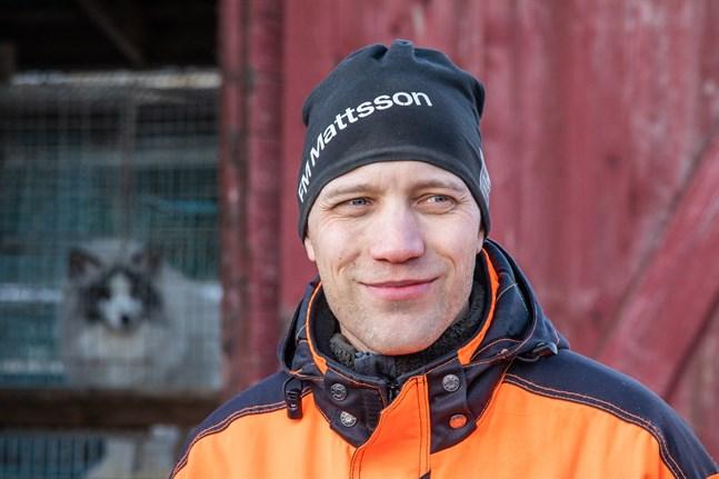 Markus Sjöholm, pälsfarmare i Kovjoki, tog över ordförandeklubban i SÖP, då Kaj Wik överraskande veckan innan årsmötet i meddelade att han inte längre står till förfogande.