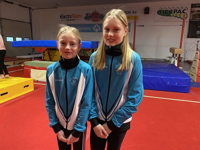 Syskonen Saga och Siri Lundén från Kåtnäs väntar på att få uppträda inför en storpublik i sommar.