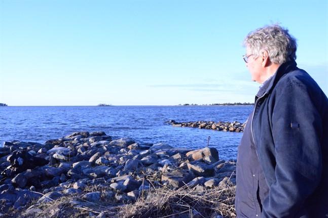 Håkan Teir-Siltanen vill att havsvindparken utanför Skaftung och Sideby stryks. Totalt lämnades 18 anmärkningar in mot planerna som nu aktualiseras igen.