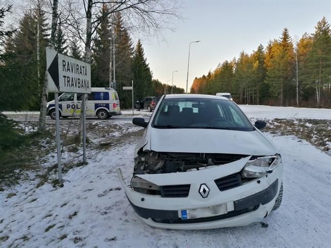 Två bilar krockade i korsningenBjörkhagsvägen–Fågelflocksvägen i eftermiddag.