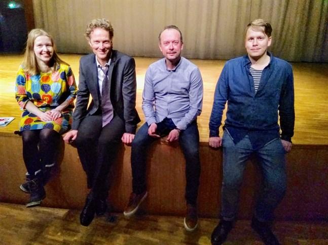 Romanser är temat för årets Runebergsfest där sång och musik är i fokus. Marja-Leena Hyytinen, Johan Fagerudd, Mikael Svarvar och Robin Käldström står bakom festarrangemangen.