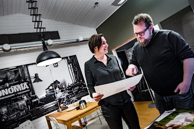Maria Tarvos och Anders Eklund är teamet som ger kommunikationsbyrån Antonomia fler ben att stå på.