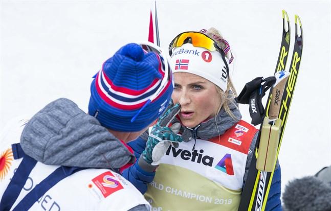 Therese Johaug och de andra norska åkarna hoppas få tävla i Ruka.