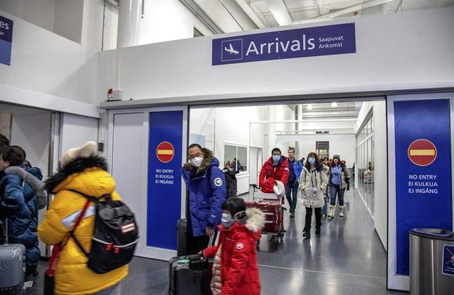 En del av de flygpassagerare som anlände till Ivalo flygplats på fredagen använde sig av ansiktsmasker. Enligt hälsostationen i Enare och Institutet för hälsa och välfärd har man inte påträffat fler misstänkta fall av coronavirus.