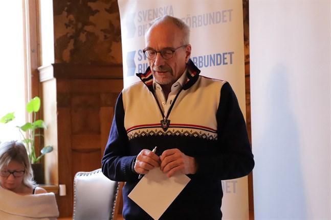 Nils Torvalds säger att EU nu måste införa sanktioner mot de i Ryssland som är ansvariga för de hårda tagen mot demonstranterna.
