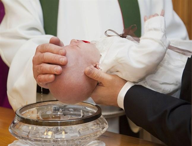 81 procent av kyrkans medlemmar anser att dop, bröllop och jordfästningar är en åtminstone ganska viktig orsak till att man vill tillhöra kyrkan.