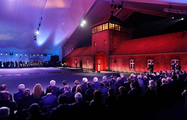 Statsöverhuvuden från många av världens länder deltog i minnesceremonin i Auschwitz. Bland dem fanns också Finlands president Sauli Niinistö.