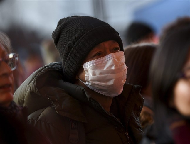 Många väljer att inhandla munskydd på grund av rädsla för att smittas av det så kallade Coronaviruset. Men hjälper de verkligen?