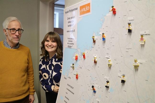 Det finns plats för många fler föreningar i registret eViljo, gärna åtminstone 65 nya föreningar, uppmanar Lasse Nygård från Silta och Nora Birkman från Kosti.