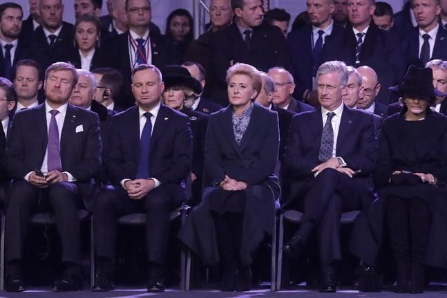 Polens president Andrzej Duda, nummer två från vänster, inledde minnesceremonin med ett tal.